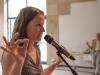 Anke Stefaniak zeigt Fingerübungen für's Gehirn