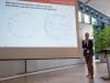 Dr. Jan Lange erläutert Untersuchungsmethoden