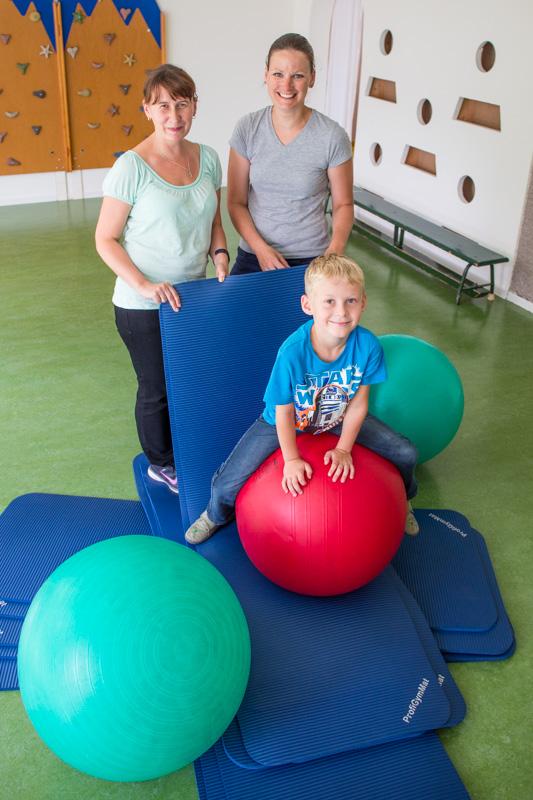 Gymnastikmatten und Gymnastikbälle für Kita in Hoyerswerda